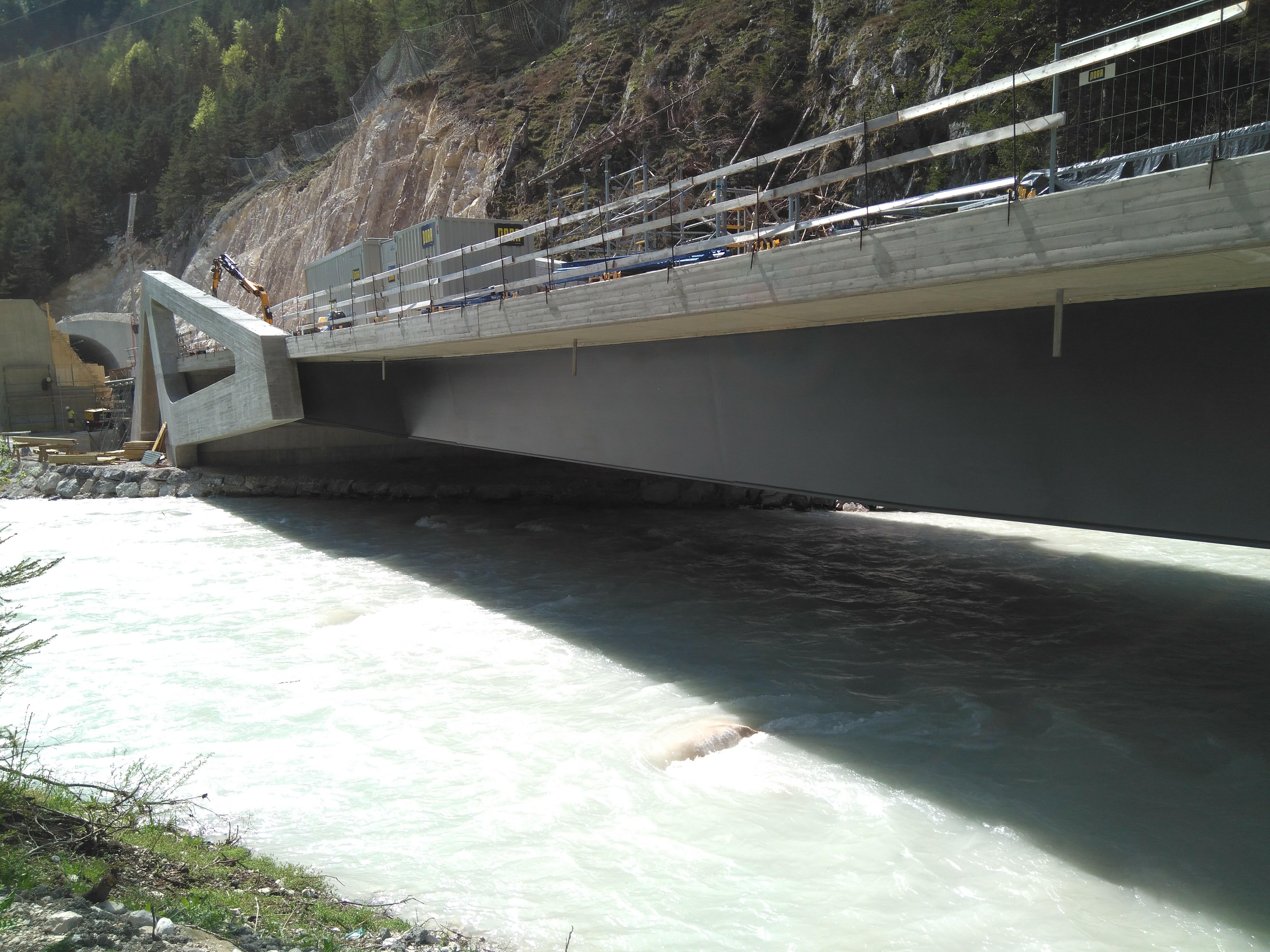 Neue Brücke über die Isar